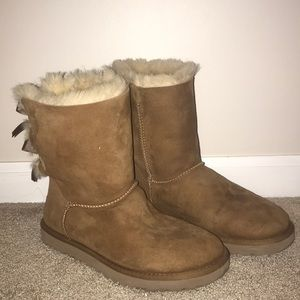 UGG CHESTNUT BAILEY BOW II BOOT